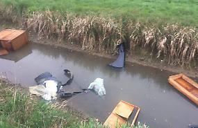 Canale usato come discarica