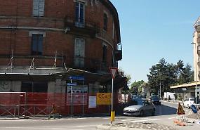 Edificio da abbattere, città divisa in due