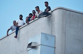 Composad, operai ancora sul tetto