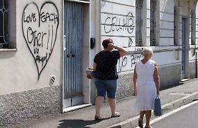 Vandalismi, insozzati i muri di via Delle Grazie