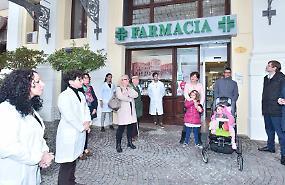 Piazza Garibaldi, la farmacia torna come cent'anni fa