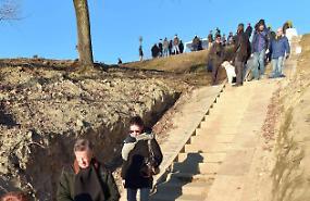 Folla per l'idrometro storico restituito alla città dal Listone