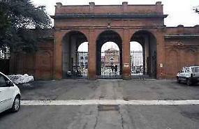 Urina al cimitero, 3 mila euro di multa