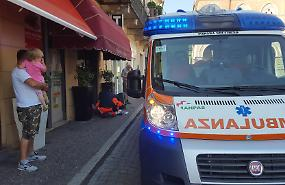 Caduta rovinosa sul marciapiede, ferito un 57enne