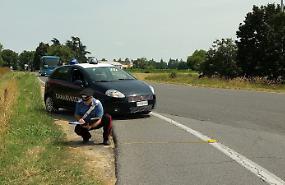 Urta ciclista e scappa, identificata e denunciata 52enne