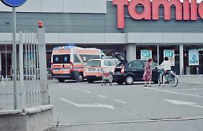 Malore all'interno del supermercato, 27enne finisce in ospedale