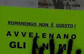 Manifesti imbrattati: «Provocazione fascista»