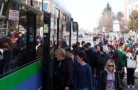 Bus, 'costretti a viaggiare in piedi': rabbia di chi lavora e studia a Milano