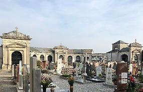 Furto d'arte su una lapide al cimitero di Vho