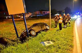Auto fuori strada lungo la 358, una 44enne ferita