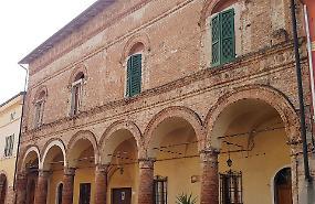 Palazzo Manganelli: 'Crepe da monitorare'
