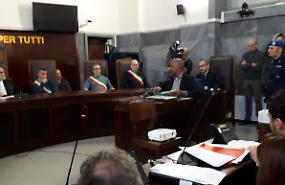 Bus dirottato, Ousseynou Sy in aula contro Salvini