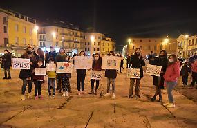 FOTO Protesta pacifica contro il Dpcm: la 'pentolata' sul Listone