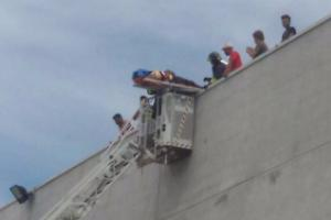 Composad, protesta sul tetto. Soccorso operaio colto da malore