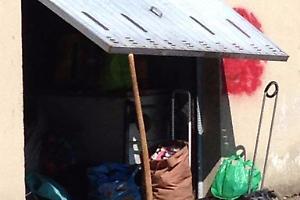 Ombriano, garage utilizzato da immigrati come dormitorio