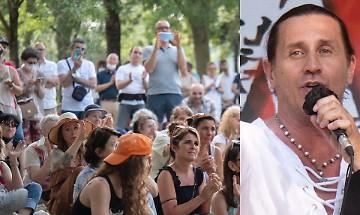 """Povia al raduno free vax: """"Viviamo in una tontocrazia"""""""