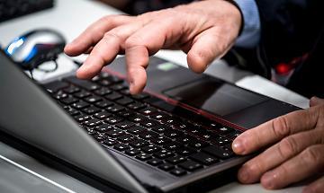 Truffa online, risponde a un'inserzione e versa 570 euro per un cellulare fantasma