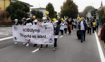 #NoBulling, flash mob degli alunni delle scuole contro questa piaga