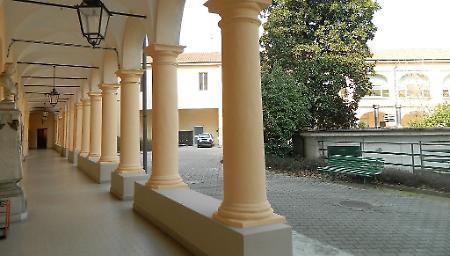 Camera mortuaria della casa di riposo vietata agli for Piani di casa cortile interno