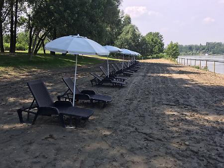 La 39 rimini della padania 39 tra bibite ombrelloni e sport for Assago beach forum