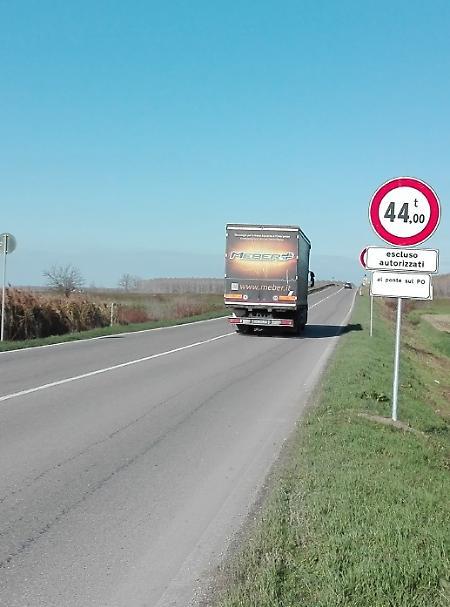 Divieti sul ponte ora ci sono i cartelli la provincia - Portata massima tir ...