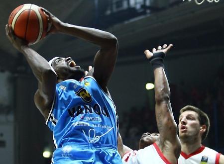 Basket, Venezia resta a punteggio pieno: Cremona battuta per 92-81