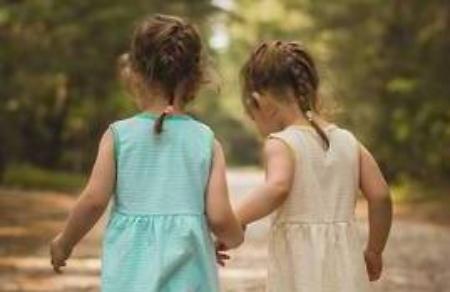 Bambine abbandonate in auto tracce di cocaina nel sangue