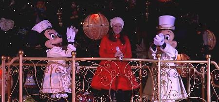 Laura Pausini accende l'albero di Natale a Disneyland Parigi