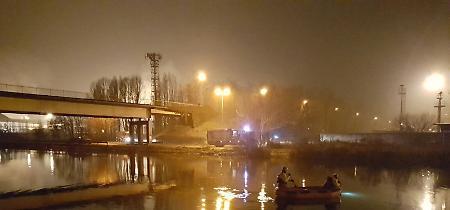 Le immagini del recupero dell'auto dalle acque del Canale Navigabile