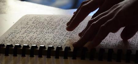 """Bari, la casa editrice che pubblica in Braille: """"La lettura è un piacere per tutti"""""""