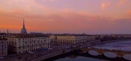 Una notte in quattro minuti: la magia di Torino dal tramonto all'alb