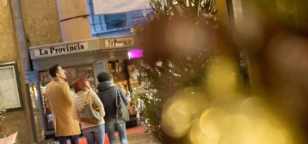 FOTO Il primo weekend di shopping natalizio nel centro storico
