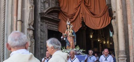 FOTO La processione della Madonna dell'Assunta sul fiume Po