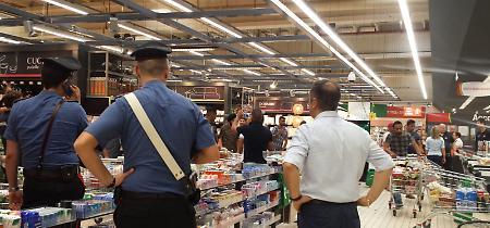 FOTO La protesta dei lavoratori della logistica all'Iper