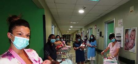 FOTO Quindici bimbi nati in 24 ore: record all'ospedale di Cremona