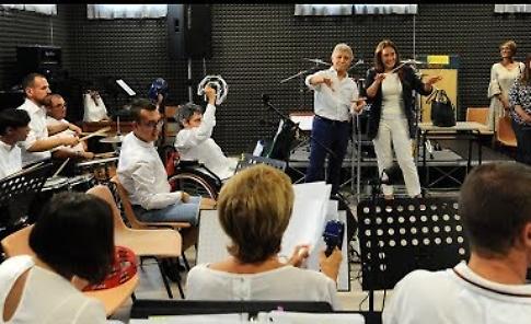 VIDEO Il ministro Locatelli con l'orchestra Magica Musica