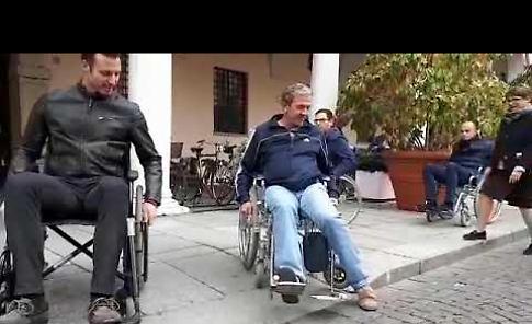 VIDEO/2  'Città senza barriere', il tour della giunta in carrozzina