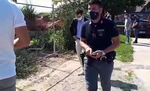 VIDEO Ucciso con un colpo di pistola in fronte: l'arrivo del magistrato