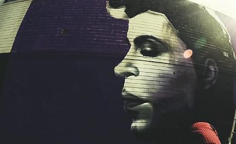 Sydney, il volto di Prince sul muro: il tributo dello street-artist che sogna Minneapolis