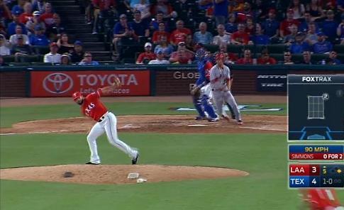 Baseball, la giocata del lanciatore è sorprendente: la presa lascia tutti di stucco