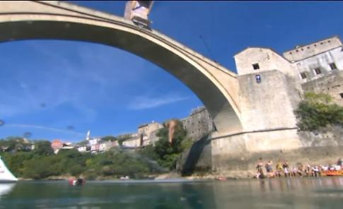 Tuffi, spettacolo dal ponte di Mostar