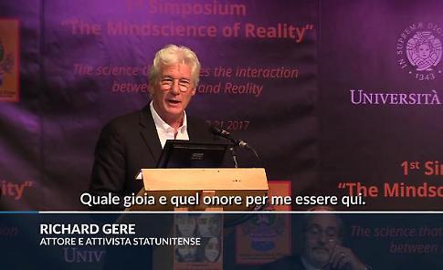 """Pisa, Richard Gere """"in cattedra"""" all'Università: """"Il buddismo trasforma gli uomini in esseri gioiosi e felici"""""""