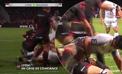 Rugby, il fair play è da premio: il giocatore si infortuna e l'avversario lo protegge col corpo