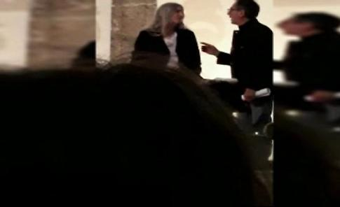 Patti Smith si esibisce per i ragazzi delle scuole di Napoli