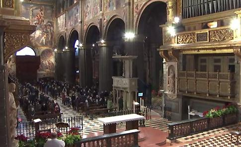 LIVE In diretta dalla Cattedrale la messa presieduta dal vescovo Antonio Napolioni