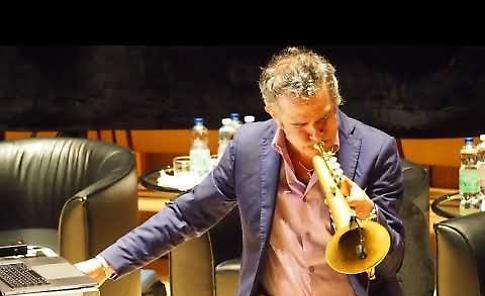 VIDEO Paolo Fresu all'auditorium del Museo del Violino di Cremona