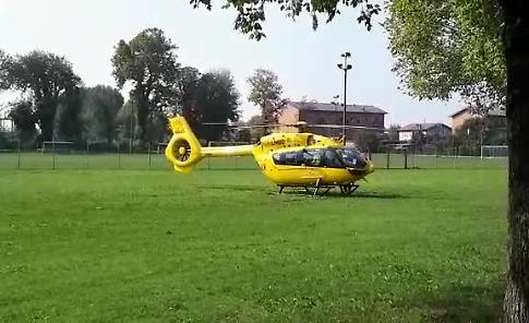 VIDEO Scontro auto-moto a Sergnano: centauro portato in ospedale con l'eliambulanza