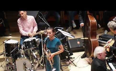 VIDEO Andrea Motis all'auditorium del Museo del Violino