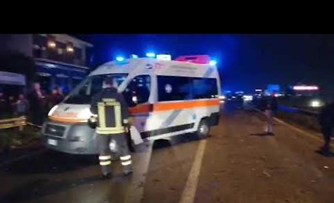 VIDEO Scontro fra auto lungo la Paullese, due donne ferite