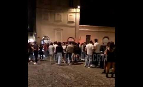 VIDEO Covid Fase 2, la movida a Crema in piazza Trento & Trieste sabato 22 maggio alle 23.45